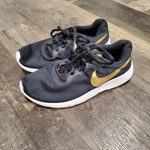Nike shoes boys 5